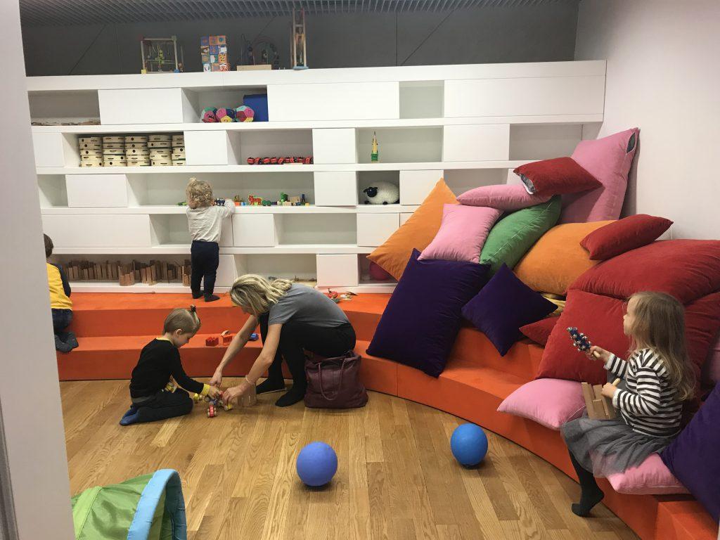 co robić z dziećmi w Warszawie kiedy pada deszcz