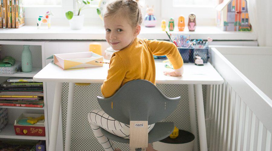 Sprawdź, czy Twoje dziecko siedzi prawidłowo przy biurku