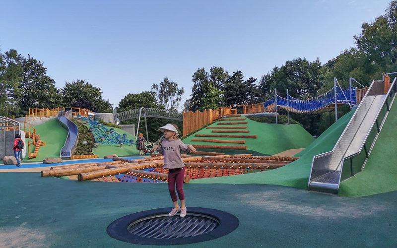 Plac zabaw w Parku Ujazdowskim w końcu otwarty i jest genialny!