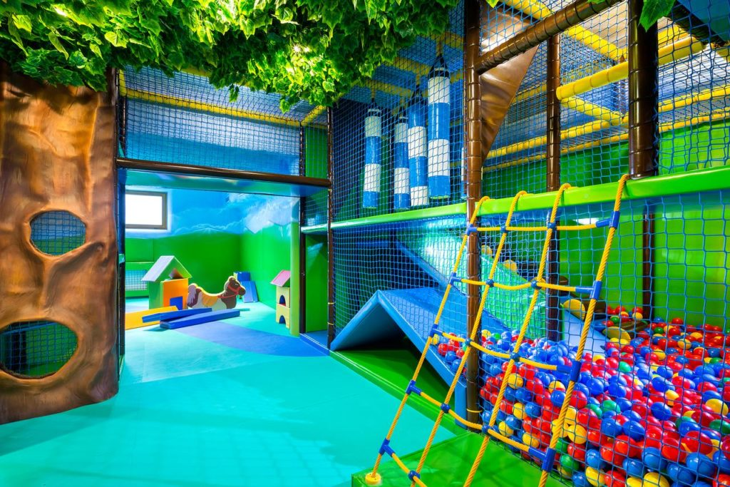 Hotel Bania - sala zabaw z atrakcjami dla dzieci