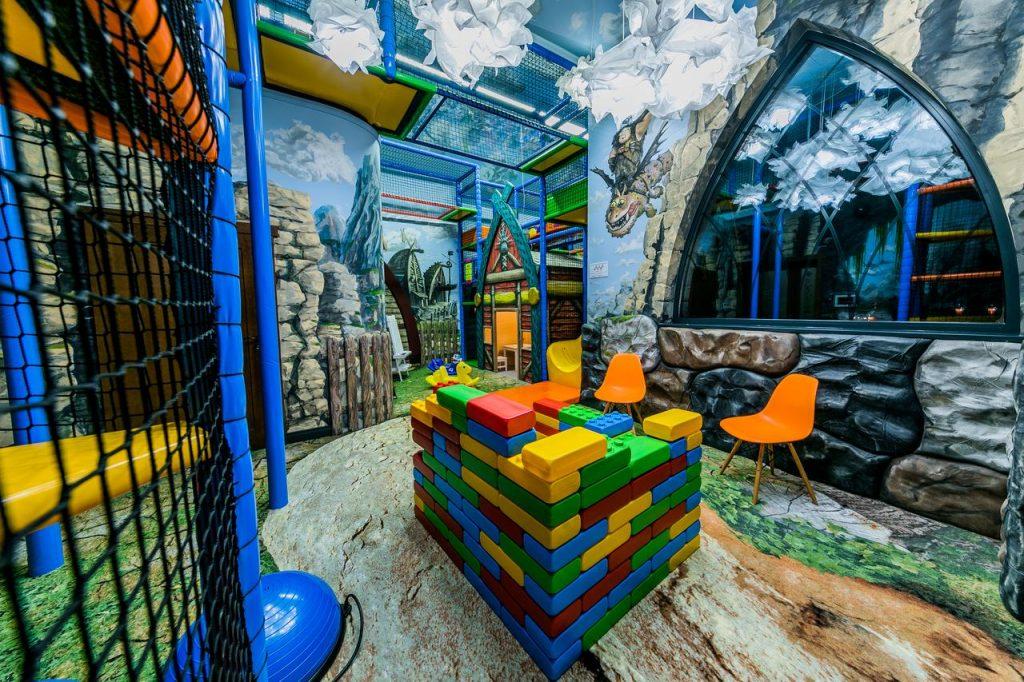 Norweska Dolina Luxury Resort - sala zabaw - atrakcyjne miejsca dla dzieci