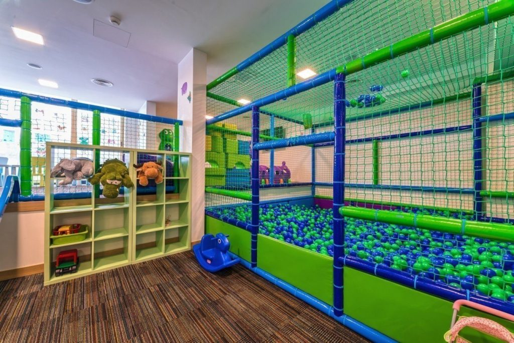 Nosalowy Dwór - atrakcyjne miejsca dla dzieci - sala zabaw