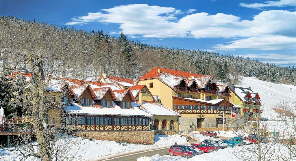 Vital & Spa Resort Szarotka - bryła budynku w ferie zimowe