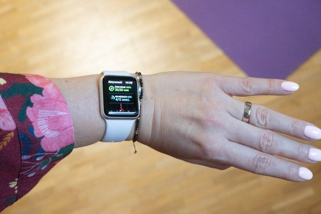 ćwiczenia jak antidotum na brak energii, motywator w postaci smartwatcha