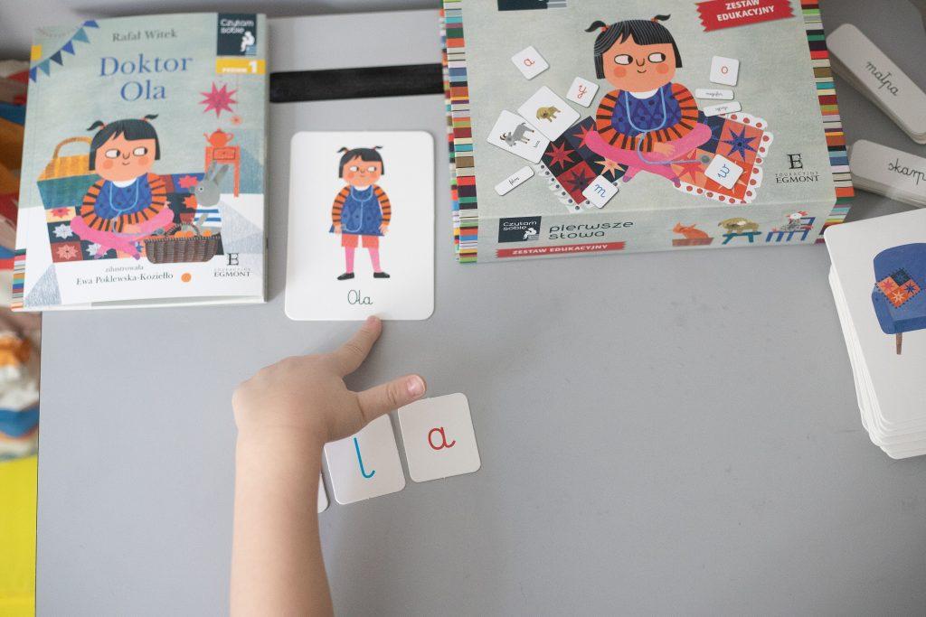 doktor ola - karty i litery