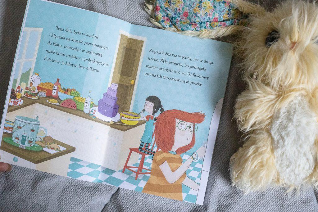 """""""Filiżankowy domek. Przyjęcie u króliczków"""" - zdjęcie środkowej strony"""