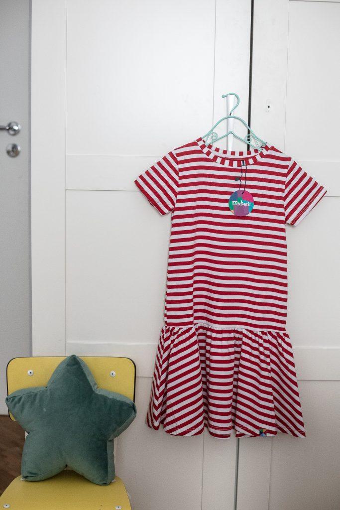 polskie marki odzieżowe dla dzieci -sukienka w paski dla dziewczynki