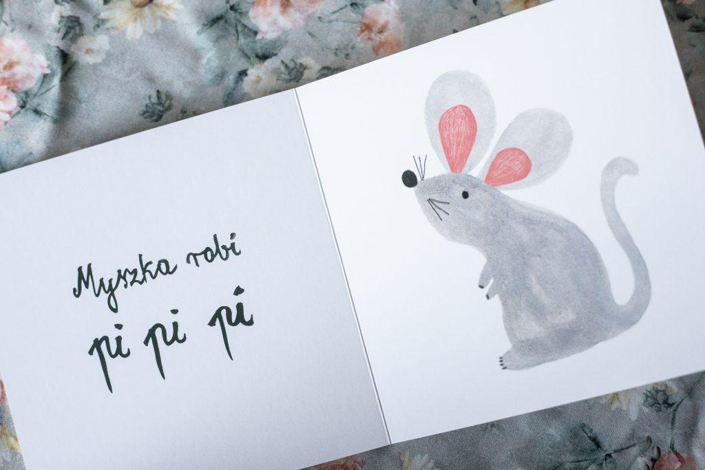 rysunek myszki w książce