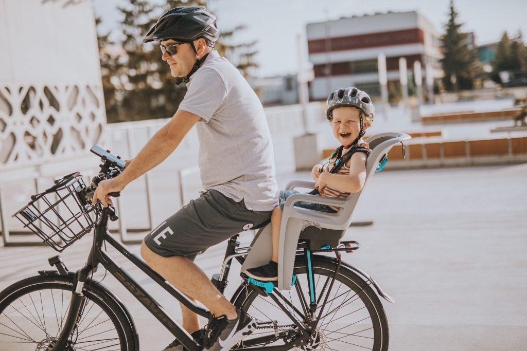 rower holenderski Batavus a na nim ojciec z synem