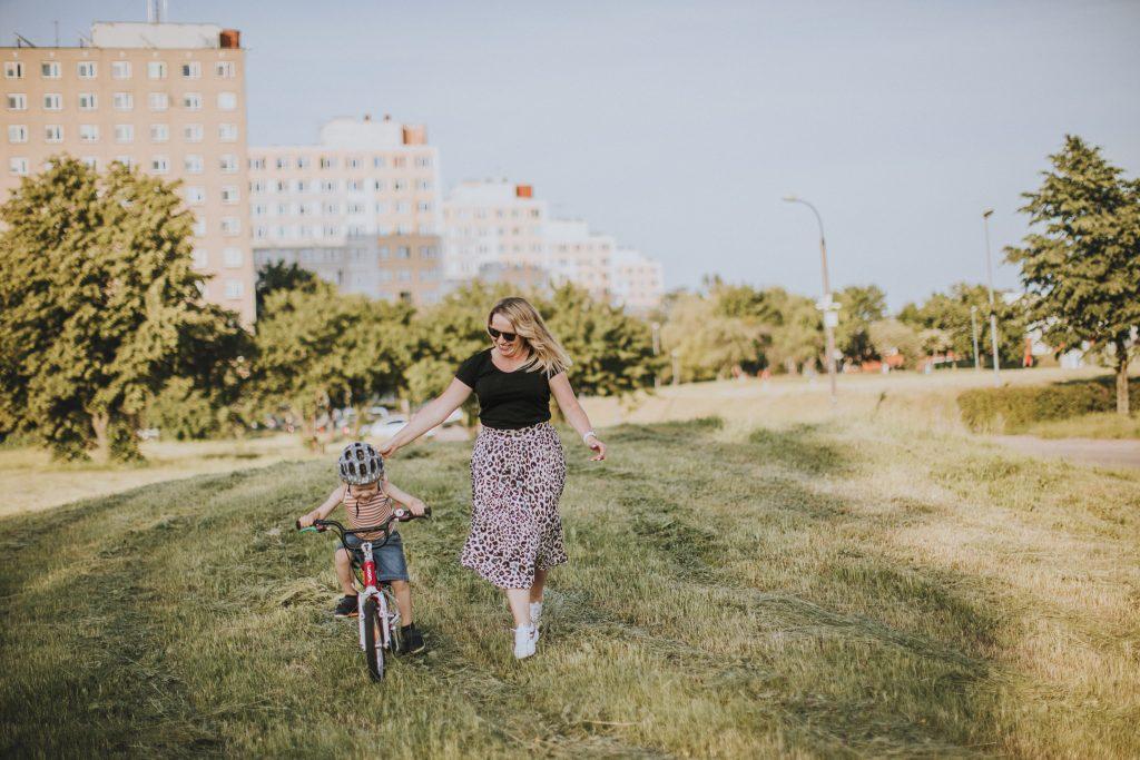 najlepiej z górki - nauka jazdy na rowerze