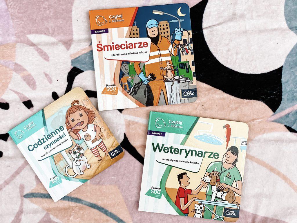 różne książki z którymi działa pióro Albik