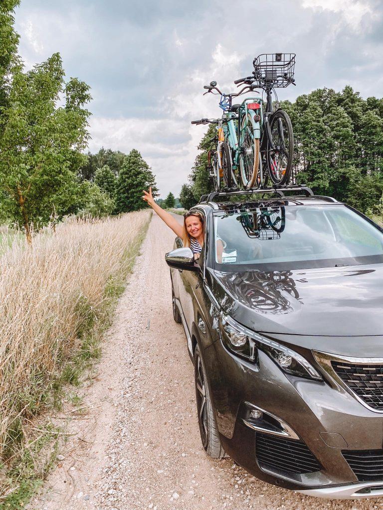 rowery na dachu samochodu - roztocze bezdroże