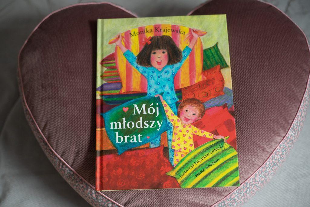 """okładka książki """"mój młodszy brat"""""""
