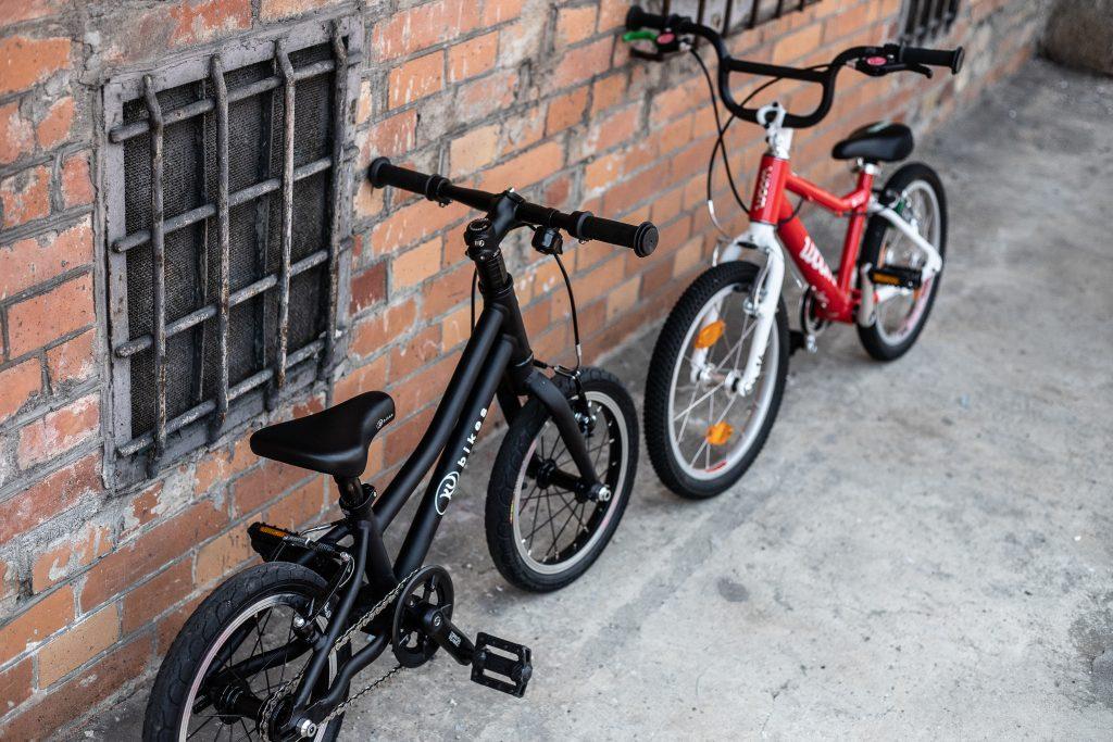 KUbikes vs Woom - 2 rowery na zdjęciu
