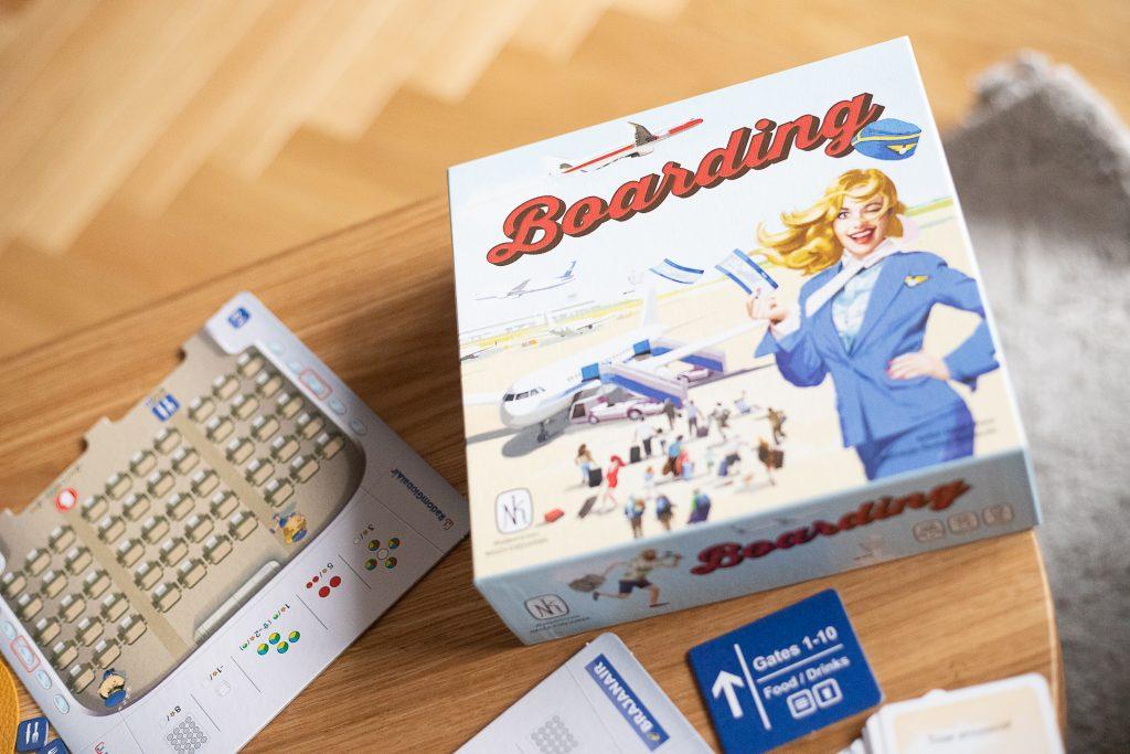 zdjęcie pudełka gry planszowej boarding