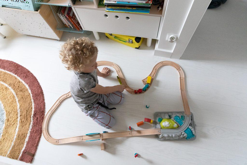 pomysły na prezent na Święta dla dzieci - drewniana kolejka