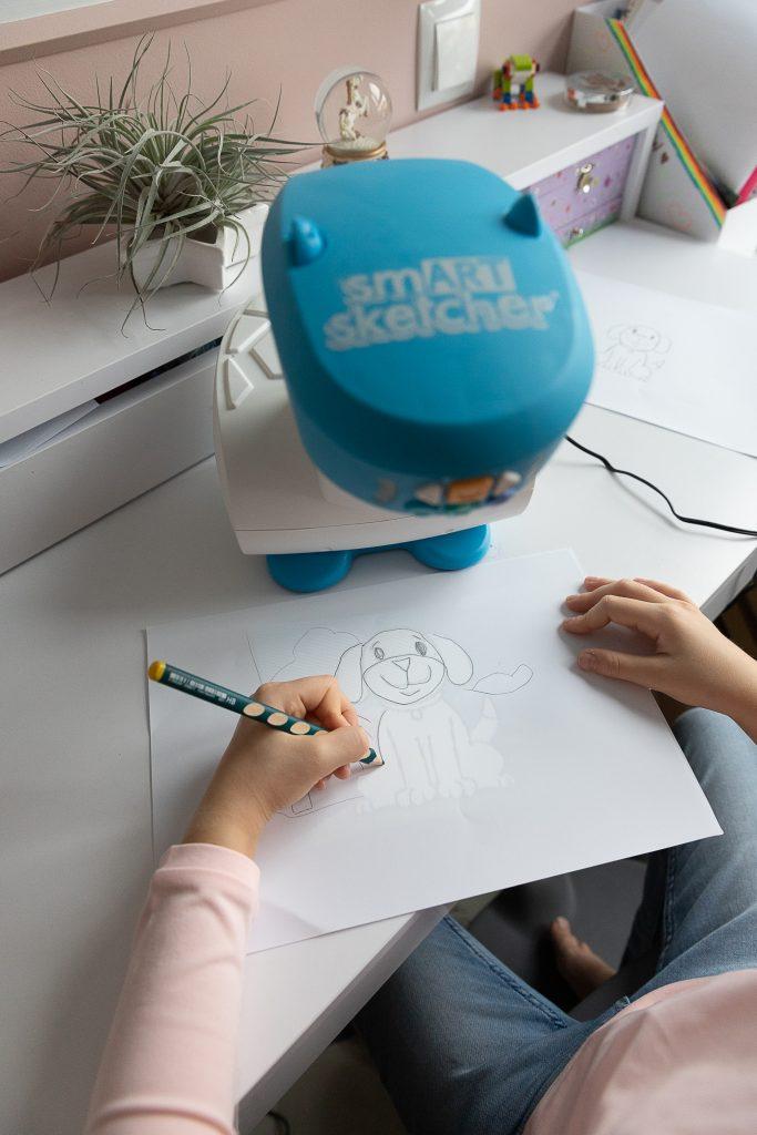 pomysły na prezent na Święta dla dzieci - projektor smART sketcher