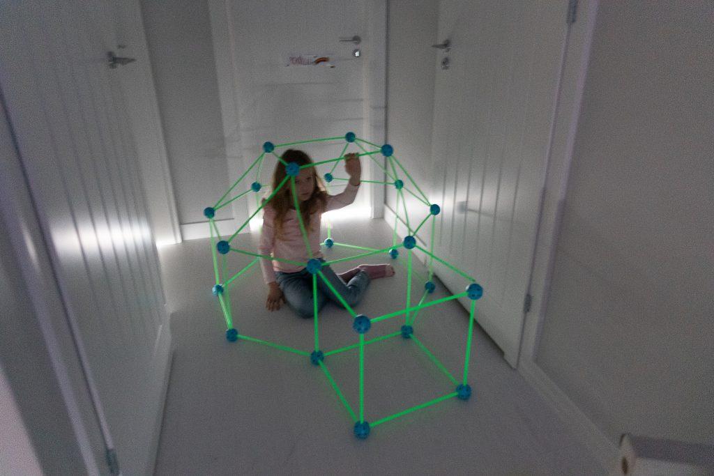 fluorescencyjny zwariowany namiot baza