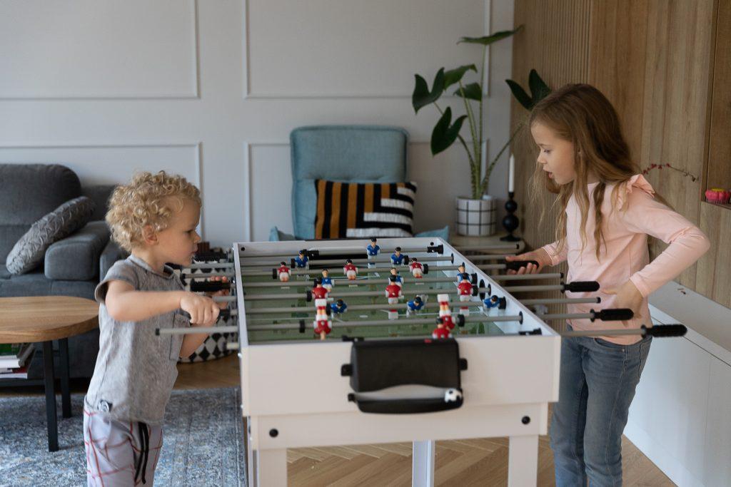 pomysły na prezent na Święta dla dzieci - stół do piłkarzyków